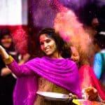 אישה מבזרת צבע